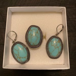 Gorgeous turquoise earrings & ring set